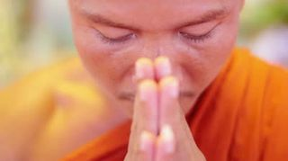 Buddhist-monk-praying
