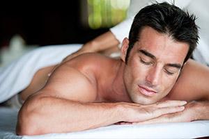 Man-receiving-massage